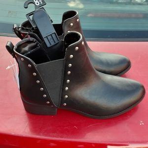 Black time and tru women's ankle boots